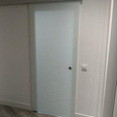 Puerta corredera de cristal