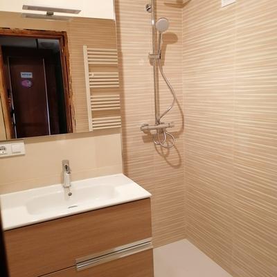 Colocación mueble lavabo, grifo termostatico