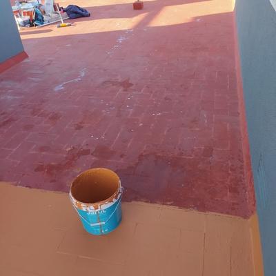 Aislamiento con cloro caucho en el suelo del terrado