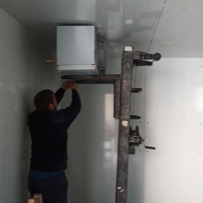 Instalación de todos los componentes del sistema de refrigeración.