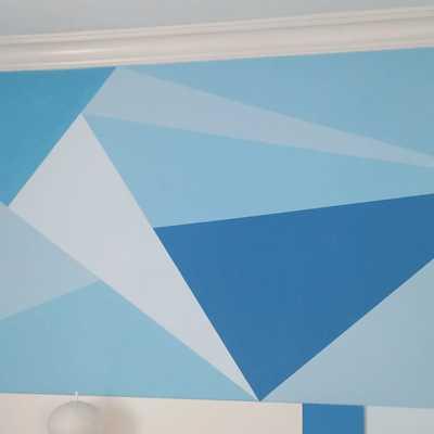 pintura en tonos azules de figuras geométricas