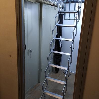 Instalación de tramex  con escalera para trastero