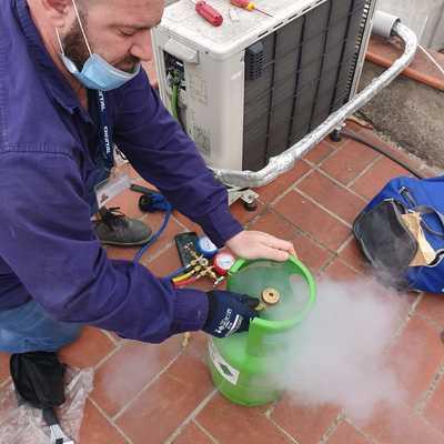Recarga de gas R410A