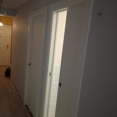 Puertas lacadas en blanco, armzaon oculto