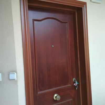 Restauración de puerta de vivienda