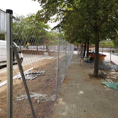 Instalación vallado Simple Torsión en polideportivo Municipal