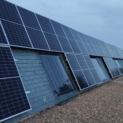 fachada pizarra con fotovoltaica