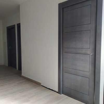 Puerta interior maciza gris