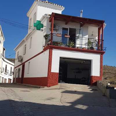 fachada de vivienda + farmacia