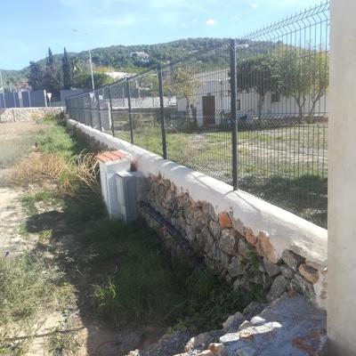 Arreglo de muros de piedra e instalación de vallas