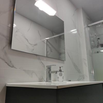 Detalle espejo + aplique LED