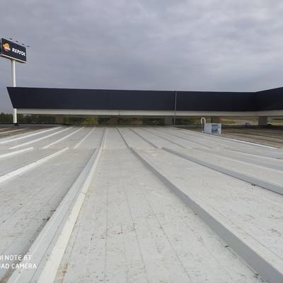 Renovación de cubiertas problemáticas vía de servicio