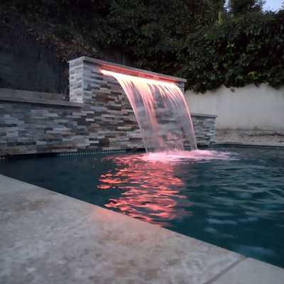 Cascada de piscina.