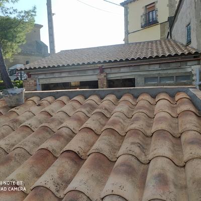 Renovación antiguas y problemáticas cubiertas por cubiertas ventiladas