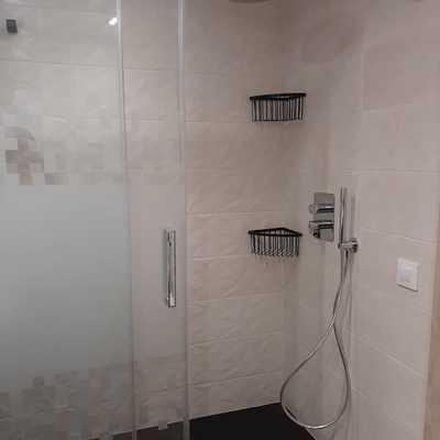 Plato de ducha con mampara serigrafiada
