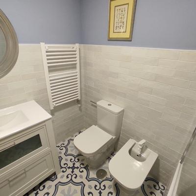 Reforma baño con azulejo tipo metro