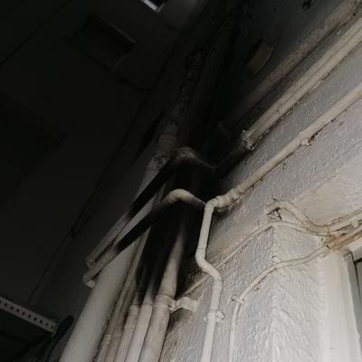 incendio en fachada de balcón interior