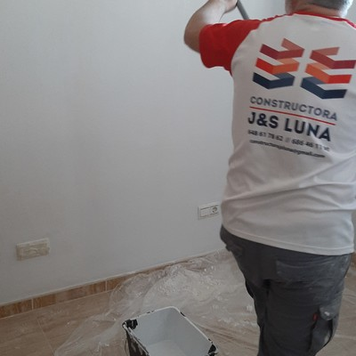 Pintado de dormitorios en reforma integral de vivienda en Torremolinos (Malaga)