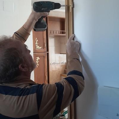 Suministro y colocación de puertas de paso