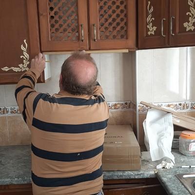 Colocación de campana extractora en cocina