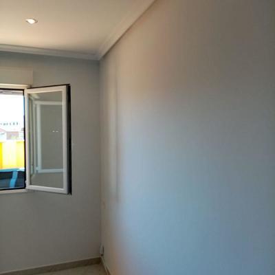Alisado y pintado de habitación.