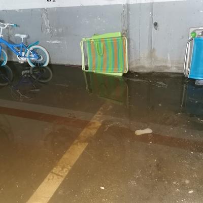 Inundación de aguas fecales en garaje