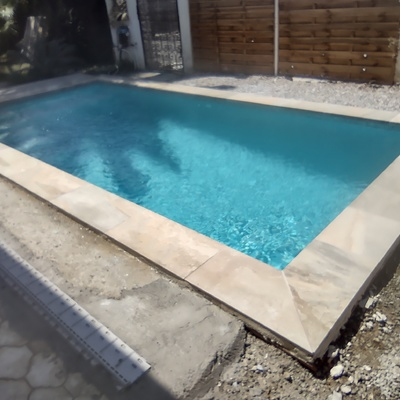 Piscina con bordes Rosa Gres Pietro Golden. Gresite PS-40 de Reviglass.