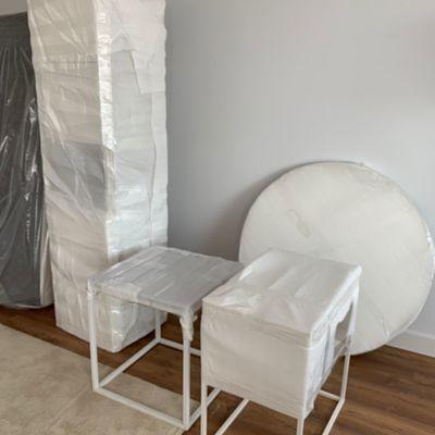 Mesas y mueble