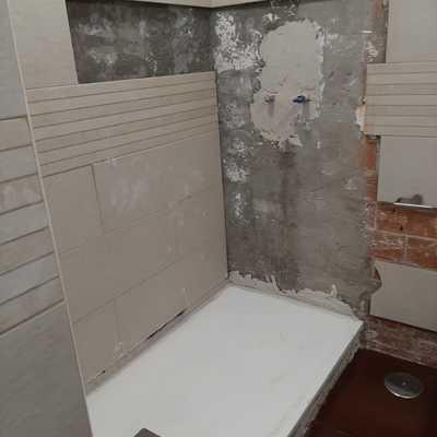 Reconstrucción de plato ducha y azulejos
