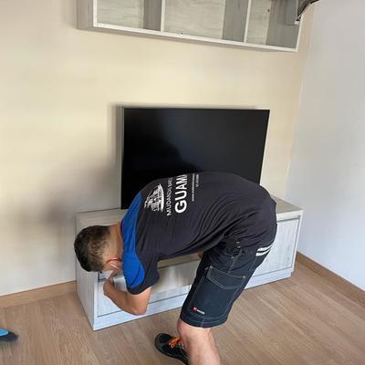 Montaje de armario de TV.