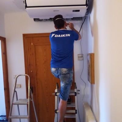 Instalación de un aire acondicionado de techo
