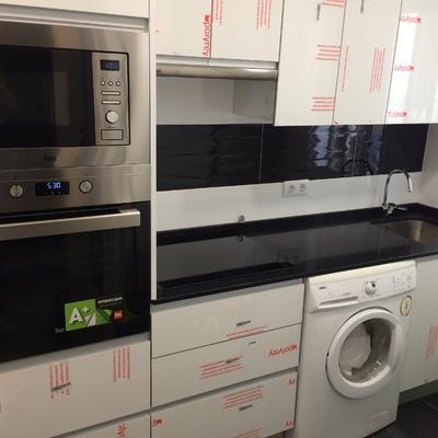 Diseño de cocina y suministro de muebles y electrodomésticos