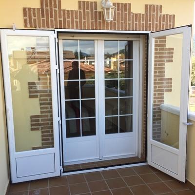 Puertas apertura exterior abiertas