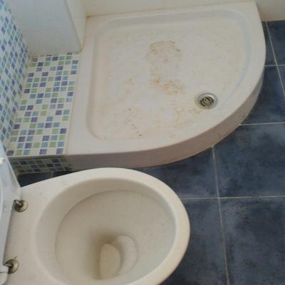 Limpieza de cuarto de baño antes