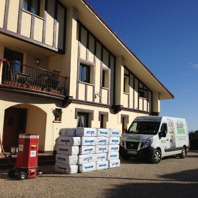 Preparación para el aislamiento de una vivienda en Navarra