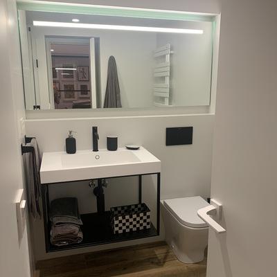 lavabo con espejo empotrado