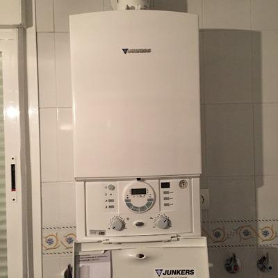 Instalación caldera Junkers Cerapur 30 Kw en vivienda unifamiliar