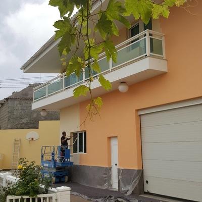 Pintura de fachada y revestimiento exterior vivienda