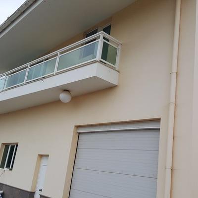 El antes de pintura y revestimiento exterior fachada