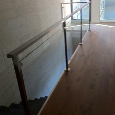 barandilla de acero inoxidable y vidrio de seguridad