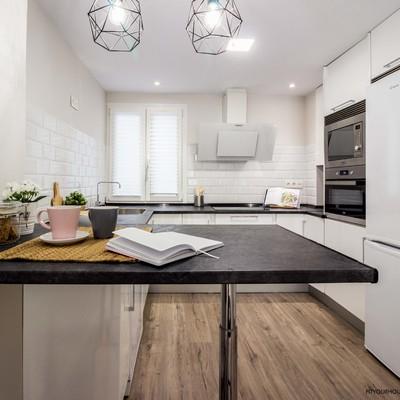 detalle cocina abierta. Reforma y Home Staging en apartamento urbano