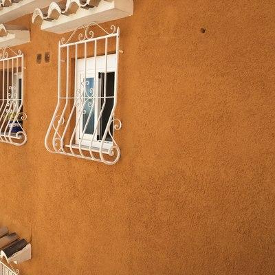 Pintado de fachada + lijado y pintado de verjas