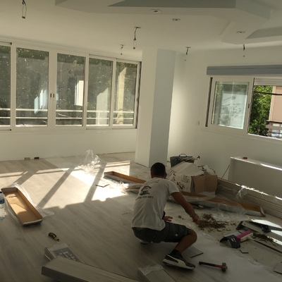 Reformas salon con pladur y suelo de tarimas flotante