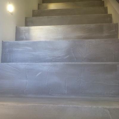 Escalera en microcemento gris perla