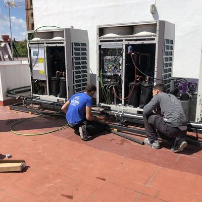 Realizando instalación Equipos exteriores Sistema VRV