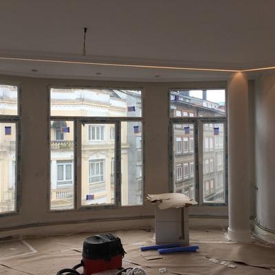 Trabajos de pintura, molduras escocesas e iluminación LED