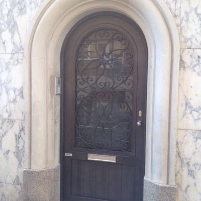 Puerta de vestíbulo en hierro tipo forja