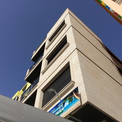 Edificio de 3 viviendas y local