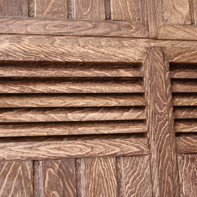 Imitación de madera en armario de gas DE CERCA.