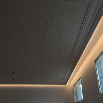 Moldura de escayola escocesa con iluminación LED